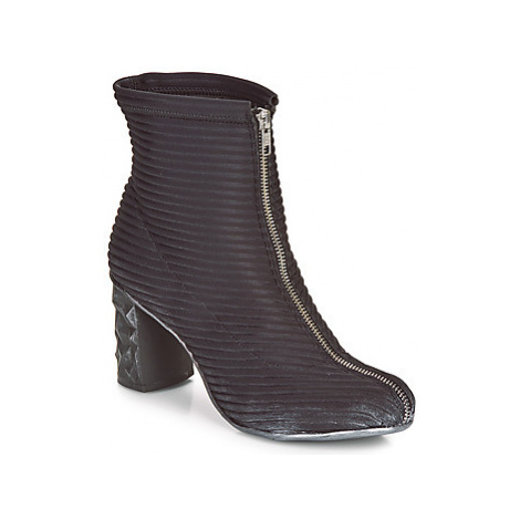 Papucei TEO BLACK women's Low Ankle Boots in Black