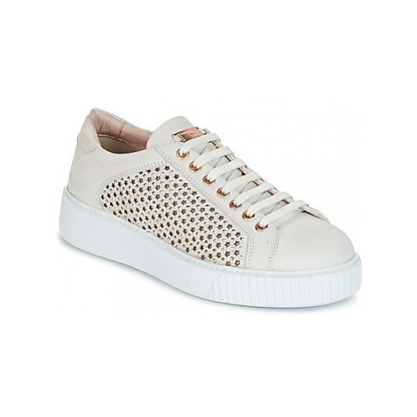 Tosca Blu FLAMENCO women's Shoes (Trainers) in White