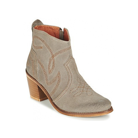 Coqueterra SHEILA women's Low Ankle Boots in Grey