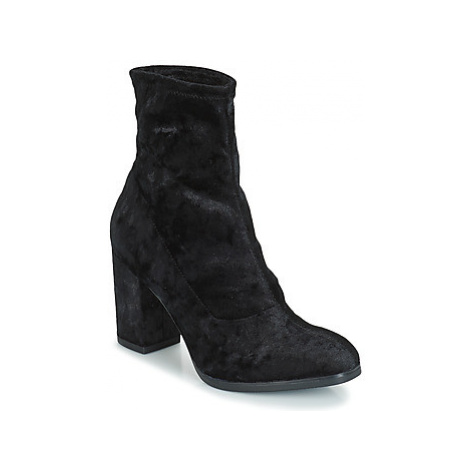 Caprice - women's Low Ankle Boots in Black