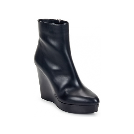 Michael Kors 17152 women's Low Ankle Boots in Black