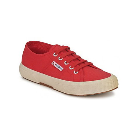Superga 2750 COTU CLASSIC women's Shoes (Trainers) in Red