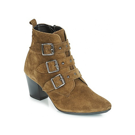 André TRACY women's Low Ankle Boots in Green