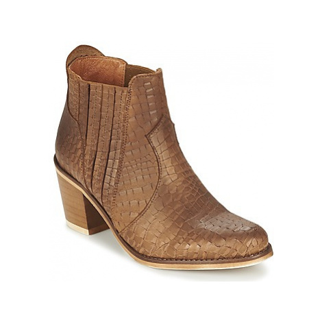 Coqueterra SHEILA women's Low Ankle Boots in Brown