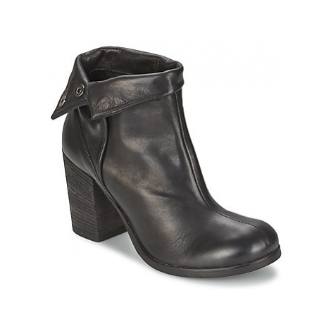 JFK GUANTO women's Low Ankle Boots in Black
