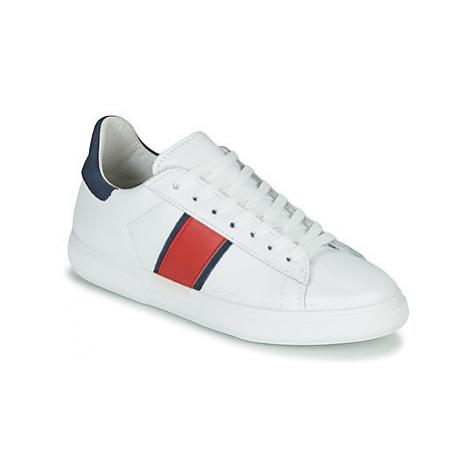 Yurban LIEO women's Shoes (Trainers) in White