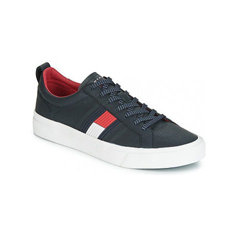 Tommy Hilfiger LEON 5 men's Shoes (Trainers) in Blue