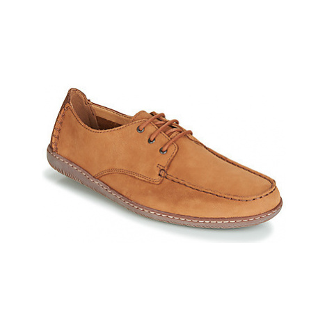 Clarks SALTASH LACE TAN NUBUCK men's Loafers / Casual Shoes in Brown