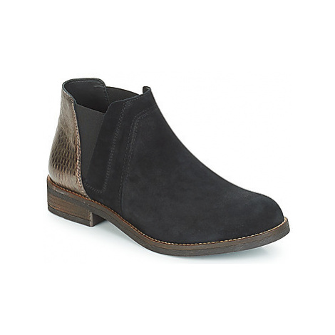 Clarks DEMI BEAT women's Low Ankle Boots in Black