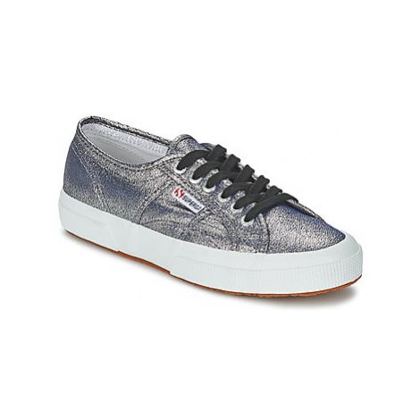 Superga 2750 LAMEW women's Shoes (Trainers) in Grey
