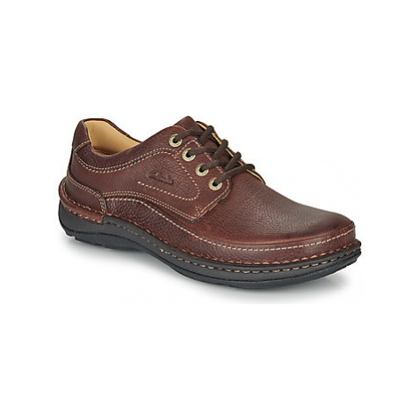 Clarks NATURE THREE men's Casual Shoes in Brown