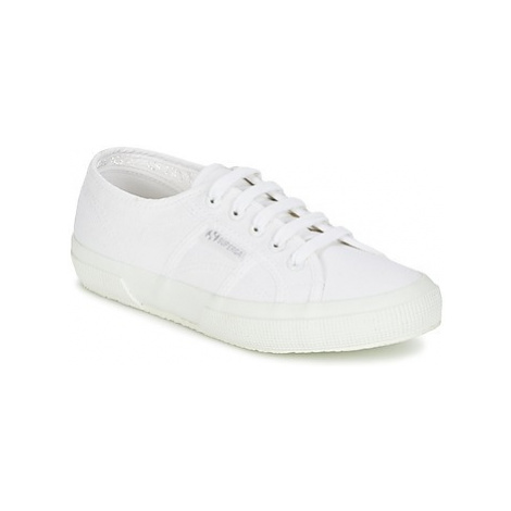 Superga 2750 CLASSIC women's Shoes (Trainers) in White