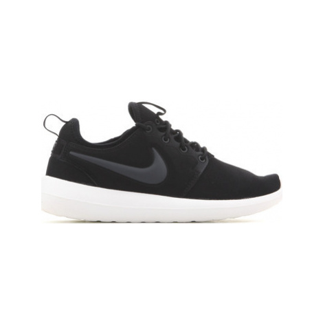 Nike W Roshe Two 844931 002 women's Shoes (Trainers) in Black