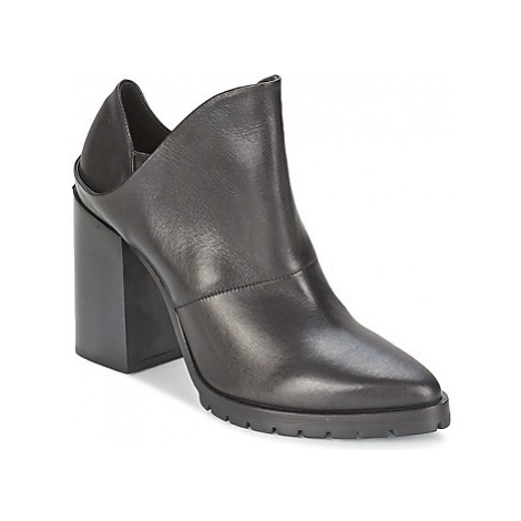 Strategia TAKLO women's Low Ankle Boots in Black