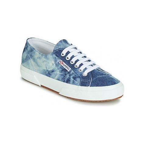 Superga 2750 TIE DYE DENIM women's Shoes (Trainers) in Blue