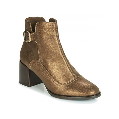 Chie Mihara OMAYO women's Low Ankle Boots in Gold