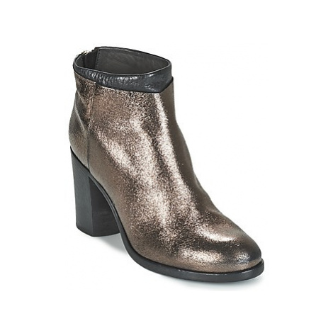 Moma GREVIAK women's Low Ankle Boots in Gold