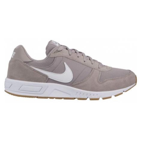 Nike NIGHTGAZER brown - Men's leisure shoes
