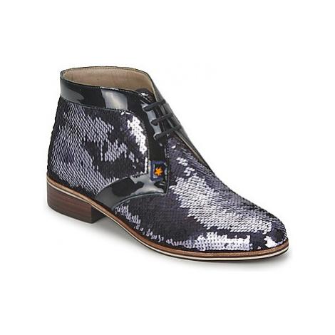 C.Petula PEGASE women's Casual Shoes in Silver