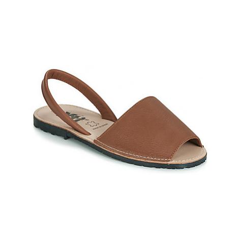 Xti 34038 women's Sandals in Brown