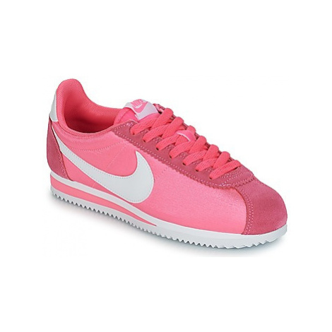 Nike CLASSIC CORTEZ NYLON W women's Shoes (Trainers) in Pink