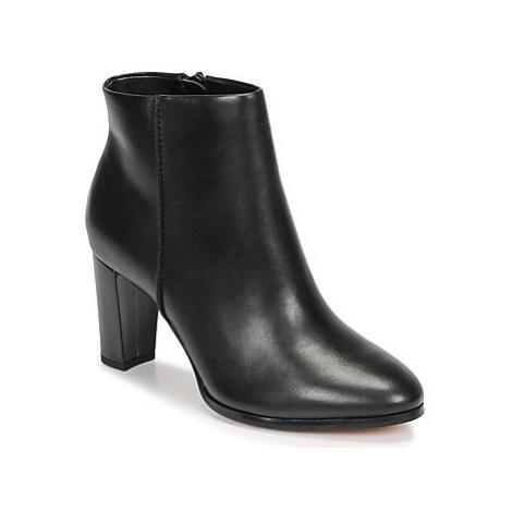 Clarks KAYLIN FERN women's Low Ankle Boots in Black