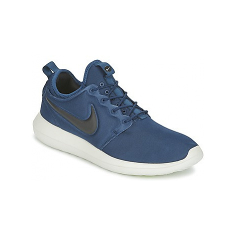 Nike ROSHE TWO men's Shoes (Trainers) in Blue