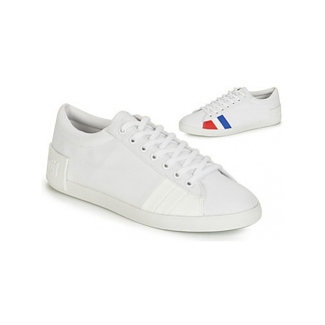 Le Coq Sportif FLAG women's Shoes (Trainers) in White