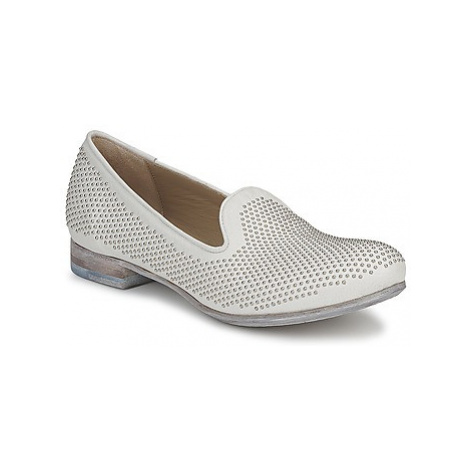Strategia CLOUPI women's Loafers / Casual Shoes in White