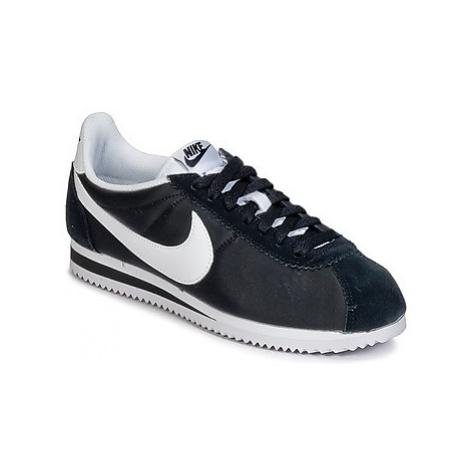 Nike CLASSIC CORTEZ NYLON W women's Shoes (Trainers) in Black