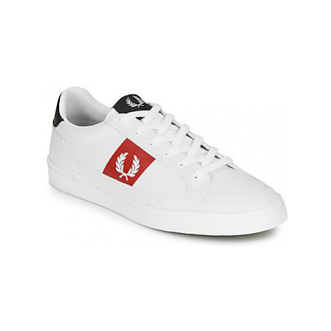 Fred Perry DEUCE LEATHER men's Shoes (Trainers) in White