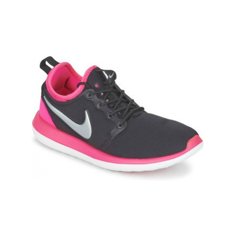 Nike ROSHE TWO JUNIOR girls's Children's Shoes (Trainers) in Black
