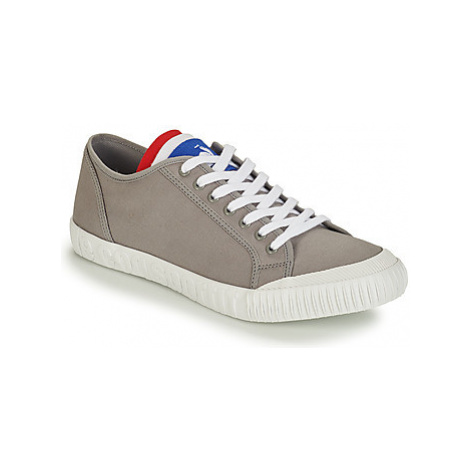 Le Coq Sportif NATIONALE men's Shoes (Trainers) in Grey