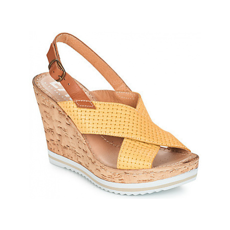 Elue par nous EMPIRE women's Sandals in Yellow