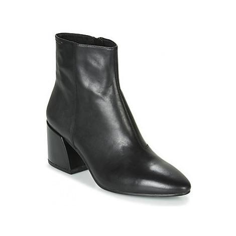 Vagabond OLIVIA women's Low Ankle Boots in Black