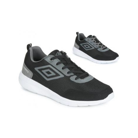 Umbro HABAR men's Shoes (Trainers) in Black