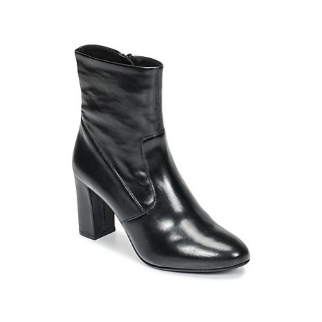 Steve Madden AVENUE women's Low Ankle Boots in Black
