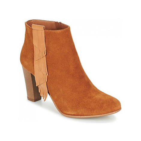 Betty London GAMI women's Low Ankle Boots in Brown