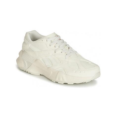 Reebok Classic AZTREK men's Shoes (Trainers) in Beige