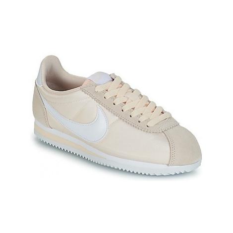 Nike CLASSIC CORTEZ NYLON W women's Shoes (Trainers) in Beige