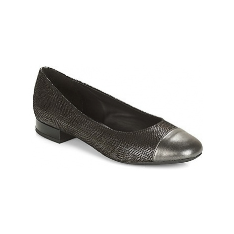 Geox D WISTREY women's Court Shoes in Grey