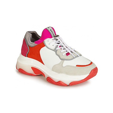 Bronx BAISLEY women's Shoes (Trainers) in White