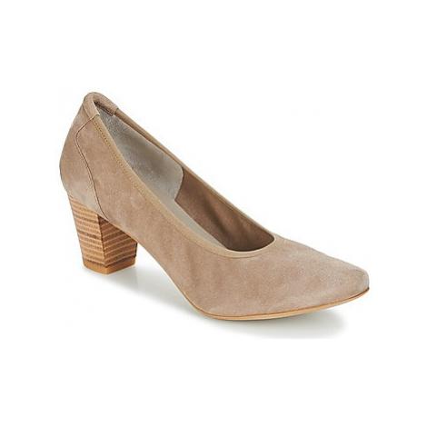Perlato POLERADUI women's Court Shoes in Beige