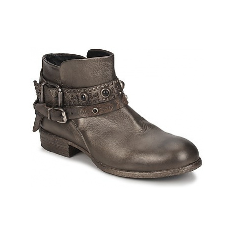 Strategia YIHAA women's Mid Boots in Silver