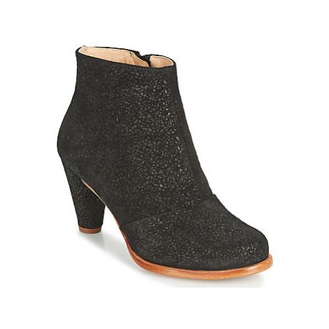 Neosens BEBA women's Low Ankle Boots in Black