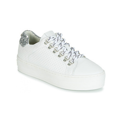 Bullboxer 987000 women's Shoes (Trainers) in White