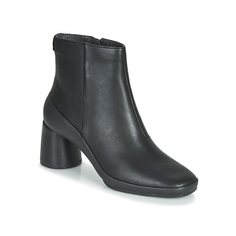 Camper UP RIGHT women's Low Ankle Boots in Black