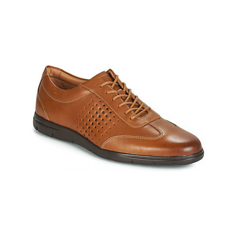 Clarks VENNOR VIBE men's Casual Shoes in Brown