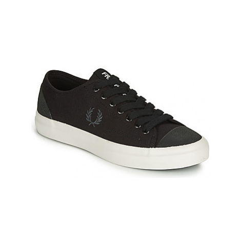 Fred Perry HUGHES LOW CANVAS men's Shoes (Trainers) in Black