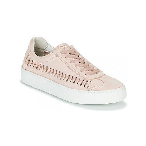 Bullboxer PARETE women's Shoes (Trainers) in Pink